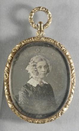 biżuteria z fotografiami, biżuteria sentymentalna, biżuteria pośmiertna, kolekcja Windsorów, blog historia, blog historyczny